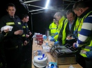 When a steady stream of firefighters had been filing past the tent for two hours, the incident commander asked if there was any chance hot food could be served – no problem for the well equipped RRT!