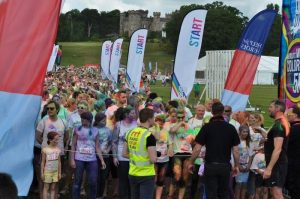 Co-ordinating runners on the start line.