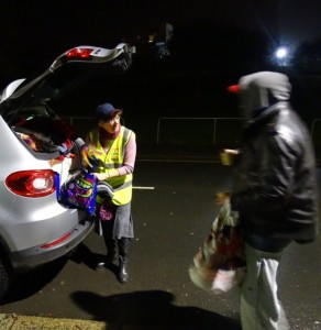 plymouth-soup-run-rrt-uk-21062016-distributing-clothing-and-blankets