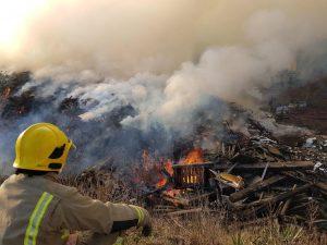 Norfolk Timber Fire RRT Kings Lynn 21012017016 Firefighter keeping watch3